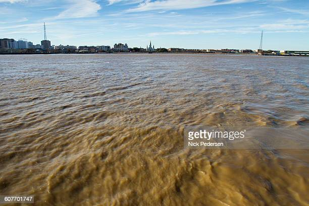 mississippi river in new orleans - gulf coast states stockfoto's en -beelden