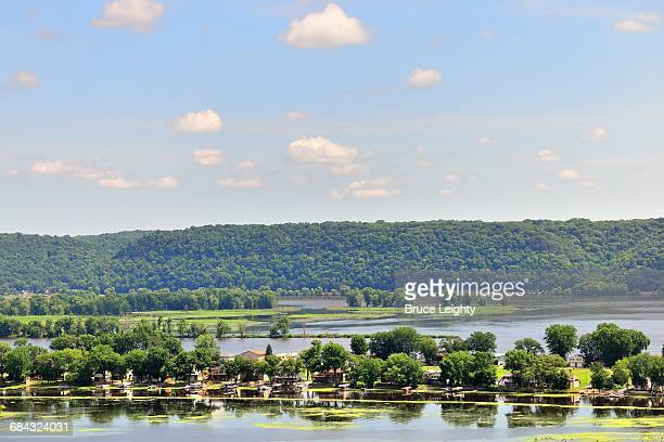 mississippi river island homes - river mississippi stock photos and pictures
