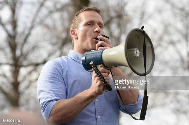 Missouri Governor Eric Greitens addresses the crowd at Chesed Shel Emeth Cemetery on February 22, 2017 in University City, Missouri. Greitens and US...