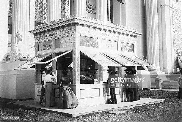 USA Missouri Saint Louis Saint Louis World's Fair Small snack shop selling refreshments at the exhibition area 1904 Photographer Philipp Kester...
