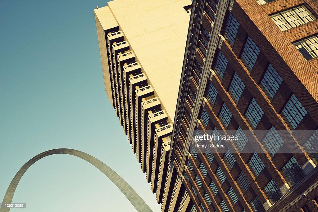 USA, Missouri, St. Louis, Low angle view of skyscraper : ストックフォト