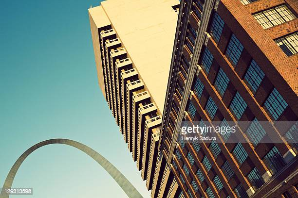 usa, missouri, st. louis, low angle view of skyscraper - st. louis missouri stock pictures, royalty-free photos & images