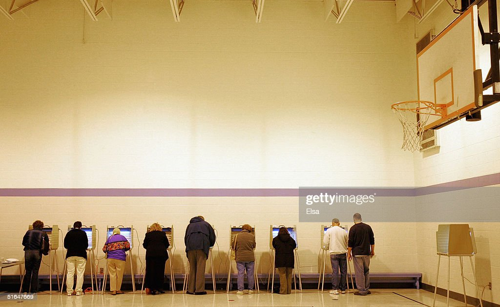 Missouri Voters Go To The Polls : Stock Photo