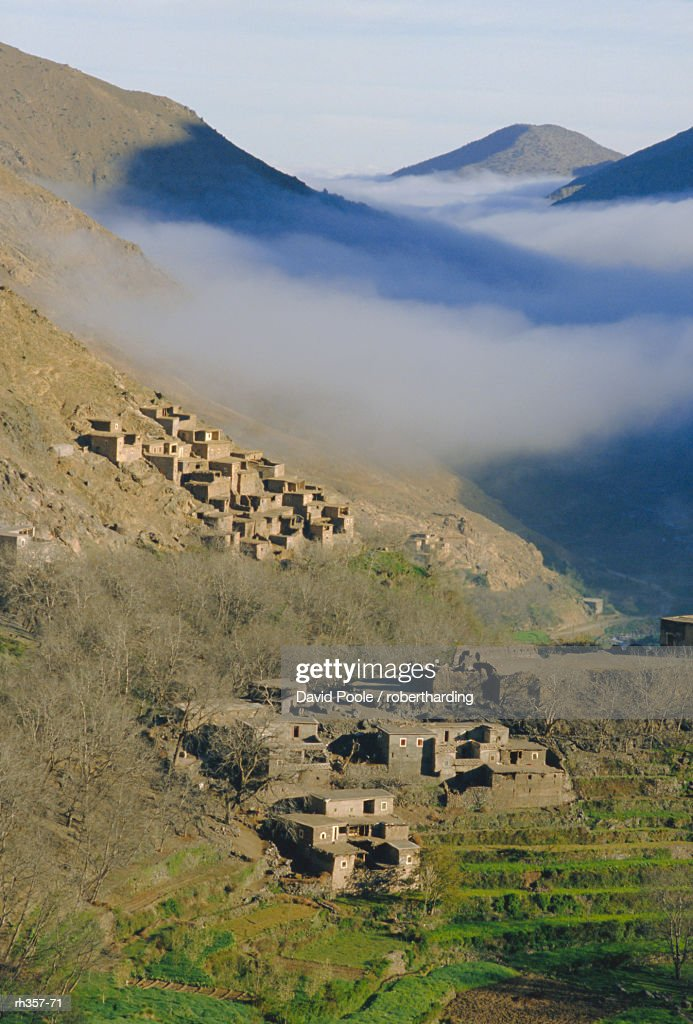 Mist rising above a village in the High Atlas mountains, Morocco, North Africa, Africa : Stockfoto