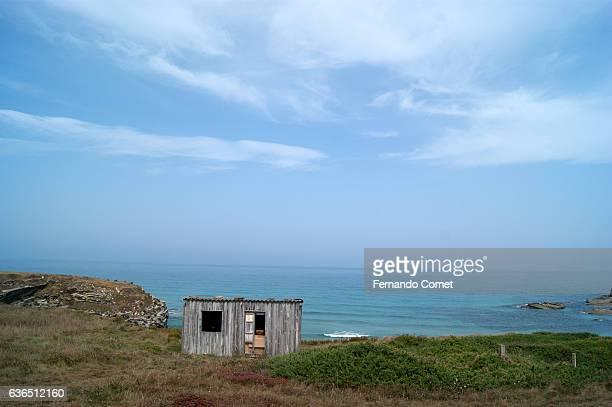 mistery house at the coast - mistery foto e immagini stock