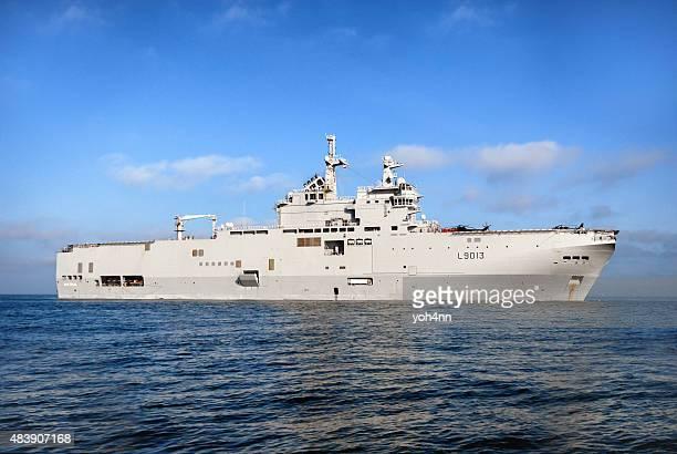 bpc mistral - vaisseau de guerre photos et images de collection
