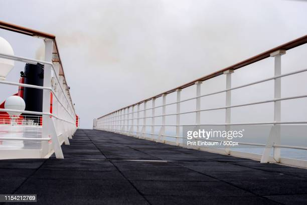 misty deck (1) - rms クイーン メアリー 2 ストックフォトと画像
