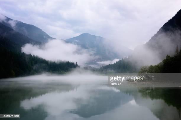 misty diablo lake - diablo lake - fotografias e filmes do acervo