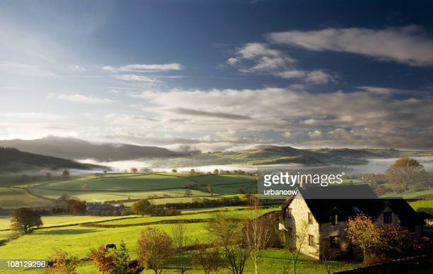 misty morning - wales stockfoto's en -beelden