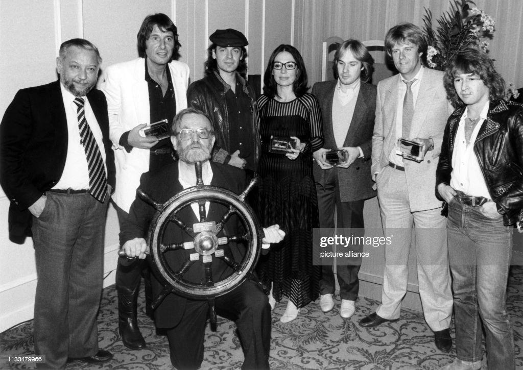 Fritz Rau und Horst Lippmann mit ihren Künstlern 1981 : Photo d'actualité
