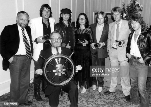 """Mit der Verleihung von """"Goldenen Konzert-Tickets"""" dokumentiert die Konzertagentur Lippmann und Rau am in Frankfurt am Main eine erfolgreiche Show-..."""
