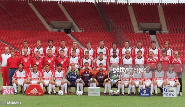 Mit diesem Team - aufgenommen am 15.7.1999 - geht der VfB Stuttgart in die neue Fußball-Bundesliga-Saison 1999-2000: Obere Reihe : Thomas Berthold,...