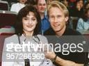 Mit einem 38Karäter am Ringfinger und dem früheren amerikanischen WeltklasseTurner Bart Connor an ihrer Seite präsentierte sich Rumäniens ehemalige...