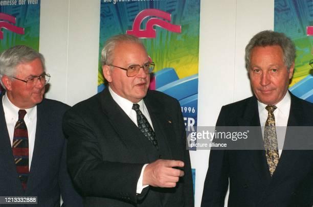 Mit einem Aufruf zu mehr Risikobereitschaft und Flexibilität eröffnet Bundespräsident Roman Herzog am 2141996 in Hannover die Industriemesse zusammen...