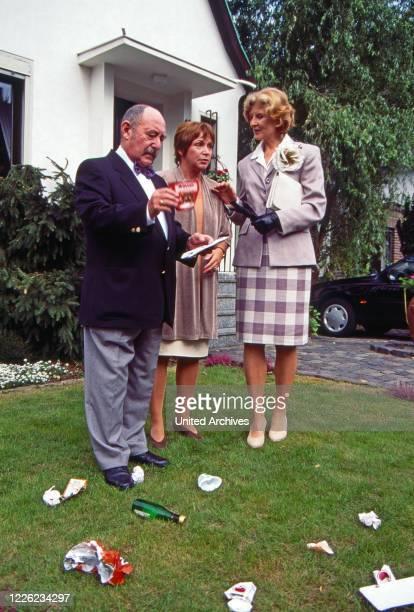 Mit einem Bein im Grab Fernsehserie Deutschland 1996 1998 Folge Klotz am Bein Darsteller Heinz Schubert Brigitte Böttrich Irm Hermann