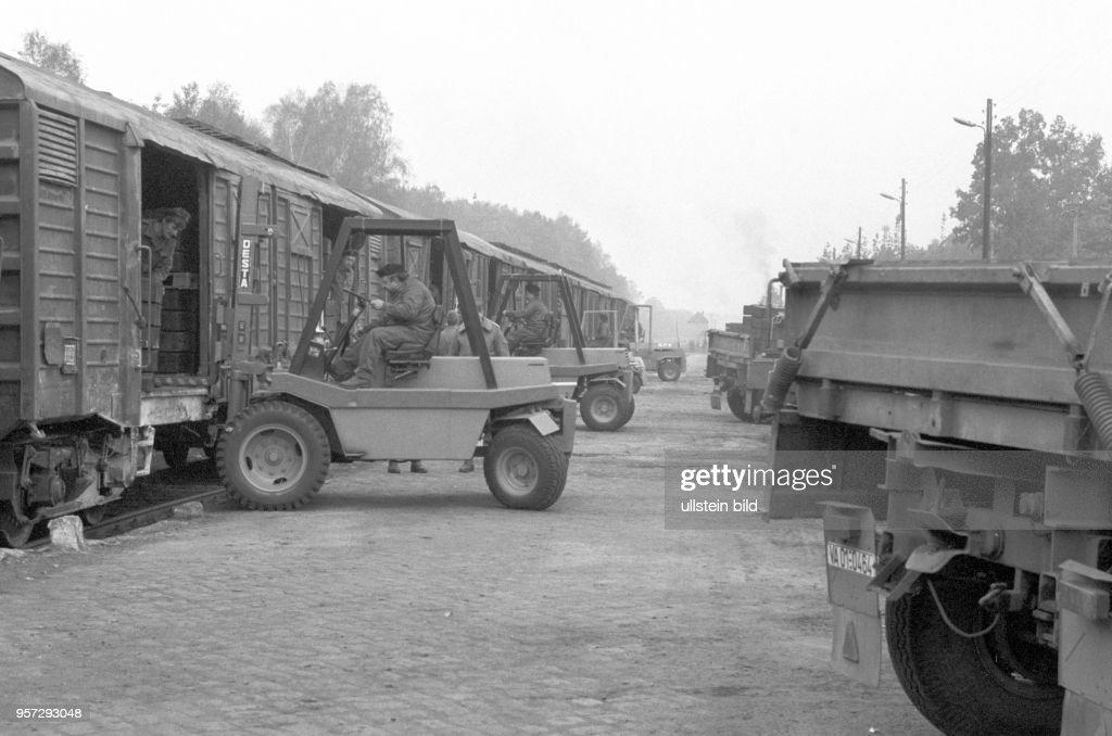 DDR - NVA - Rückwärtige Dienste 1988 Pictures | Getty Images