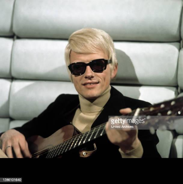 Mit Gitarre, 80er Jahre. Kpa/Reiss / Porträt, Sänger, Schlager, Volksmusik, 80er.