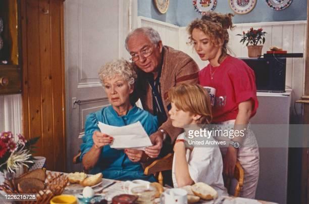 Mit Herz und Schnauze, Fernsehserie, Deutschland 1992, Regie: Rob Herzet, Darsteller: Maria Sebaldt, Horst Niendorf, Pascal Freitag, Myriam Stark