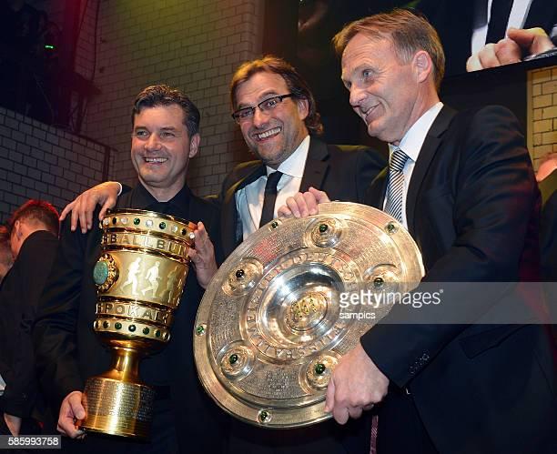 mit Meiserschale und DFB POkal double Sieger Michael Zorc Trainer Jürgen Juergen Klopp Borussia Dortmund und Hans Joachim Watzke Borussia Dortmund...