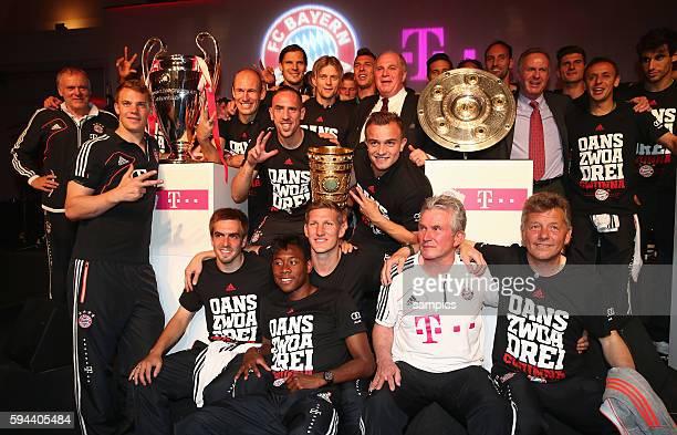mit Trainer Jupp Heynckes FC Bayern München Franck RIBERY FC Bayern München und Xherdan Shaqiri FC Bayern München FC Bayern feiert nach dem DFB Pokal...