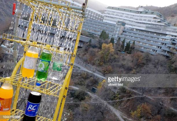 Mit Wasser gekühlte Getränke am Sanatorium im Kurort Khoja Obi Garm in der Nähe von Dushanbe - Tadschikistan