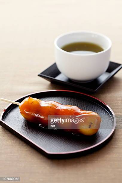 Mitarashi bean paste dumpling with green tea