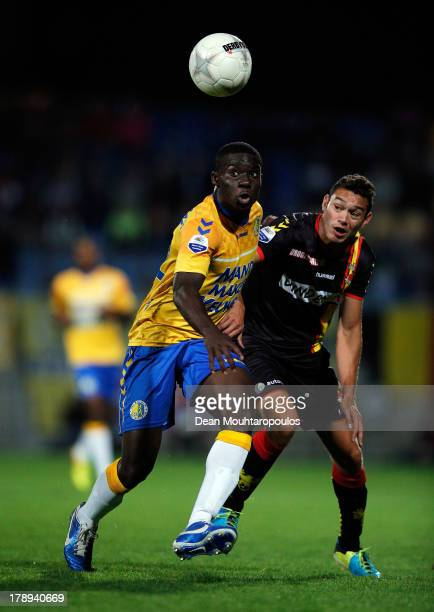 Mitch Apau of RKC and Xander Houtkoop of Go Ahead battle for the ball during the Eredivisie match between RKC Waalwijk and Go Ahead Eagles at the...