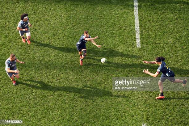 Mitch Hunt of the Highlanders passes the ball during the round 10 Super Rugby Aotearoa match between the Highlanders and the Hurricanes at Forsyth...
