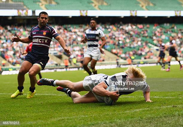 Mitch Kirpik of Auckland scores a try during the Cup Final match between Buenos Aires and Auckland during the World Club 7's Day Two at Twickenham...