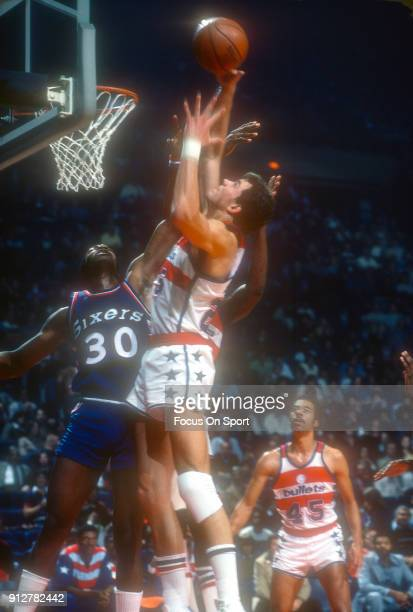 Mitch Kupchak of the Washington Bullets battles for a rebound with George McGinnis of the Philadelphia 76ers during an NBA basketball game circa 1977...