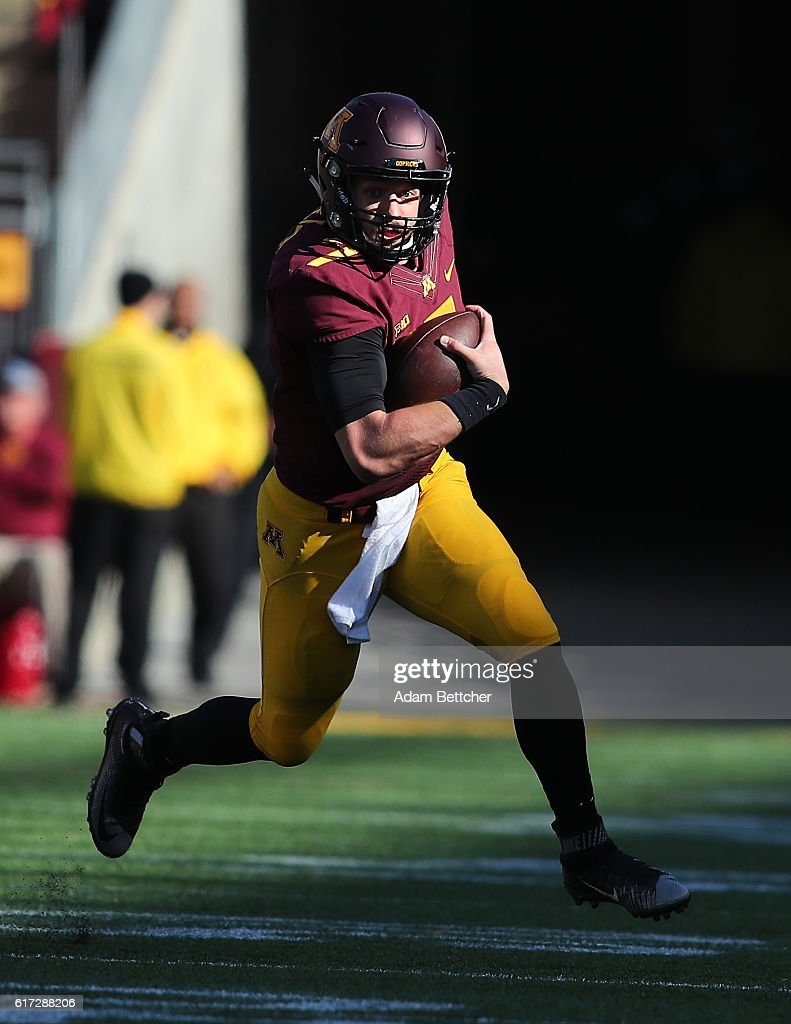 Mitch Leidner #7 of the Minnesota Golden Gophers in the fourth quarter against the Rutgers Scarlet Knights at TCF Bank Stadium on October 22, 2016 in Minneapolis, Minnesota. Minnesota defeated Rutgers 34-32.