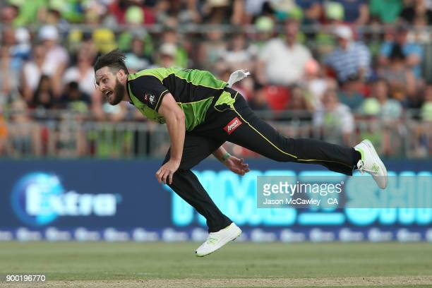 Mitch McClenaghan of the Thunder bowls during the Big Bash League match between the Sydney Thunder and the Hobart Hurricanes at Spotless Stadium on...