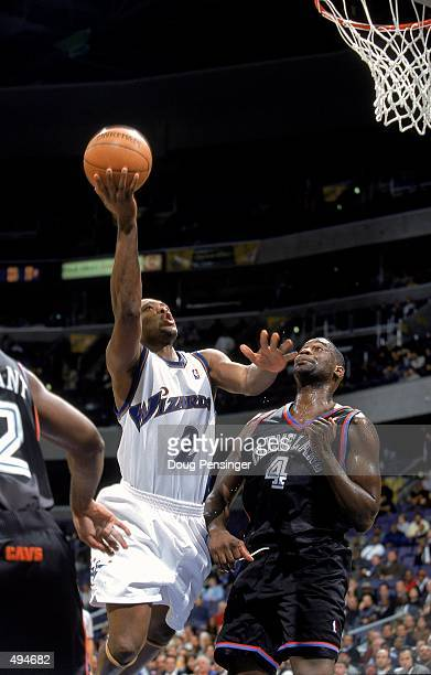 Mitch Richmond of the Washington Wizards makes a layup as he is guarded by Shawn Kemp of the Cleveland Cavaliers at the MCI Center in Washington DC...