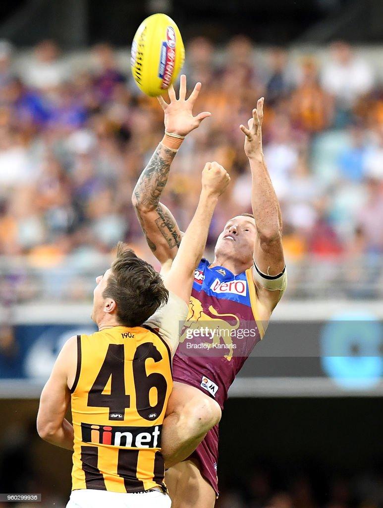 AFL Rd 9 - Brisbane v Hawthorn : News Photo