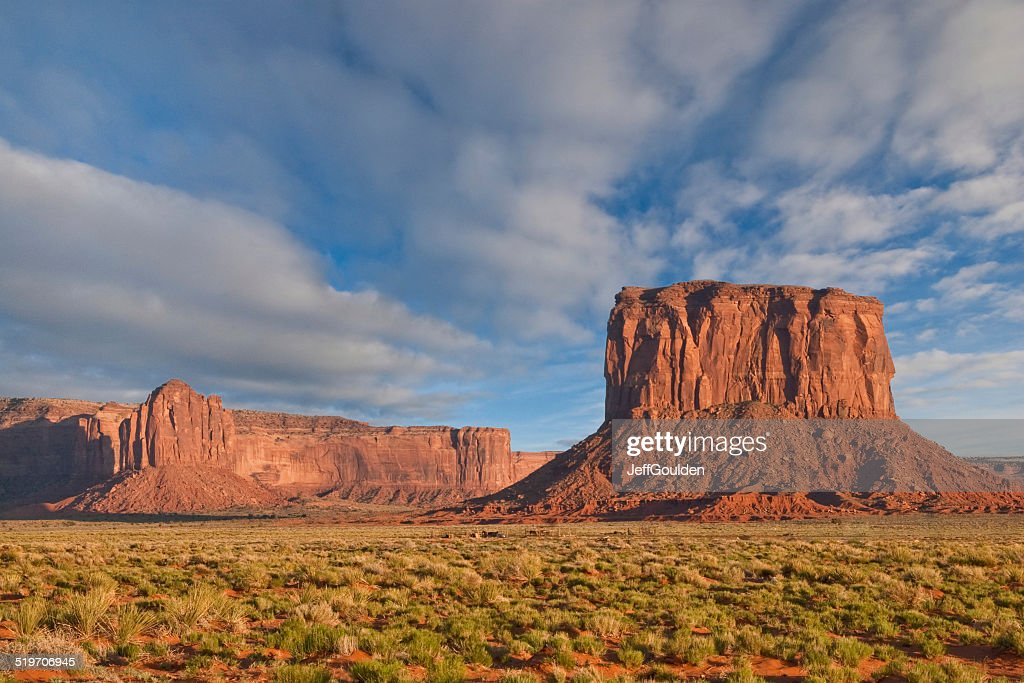 Mitchell Butte e grigio aste nella luce del tramonto : Foto stock