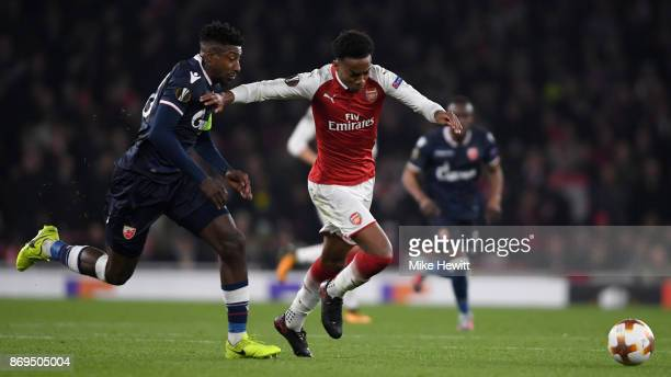 Mitchell Donald of FK Crvena Zvezda and Joseph Willock of Arsenal battle for possession during the UEFA Europa League group H match between Arsenal...