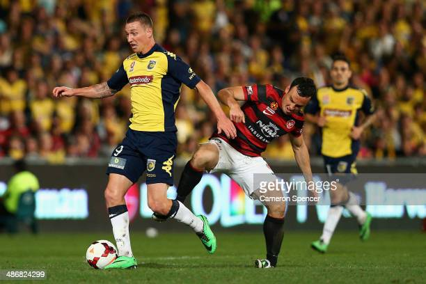 Mitchell Duke of the Mariners contests the ball with Mark Bridge of the Wanderers during the ALeague Semi Final match between the Western Sydney...