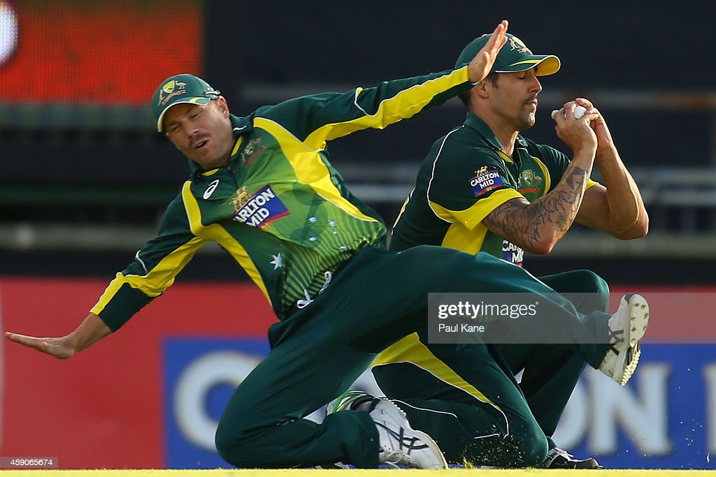 Mitchell Johnson and David Warner of Australia both attempt to take a catch to dismiss Vernon Philander of South Africa during the One Day International match between Australia and South Africa at the WACA on November 16, 2014 in Perth, Australia.
