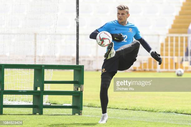 Mitchell Langerak in action during an Australia training session at Tahnoun Bin Mohammed Stadium on January 18, 2019 in Al Ain, United Arab Emirates.