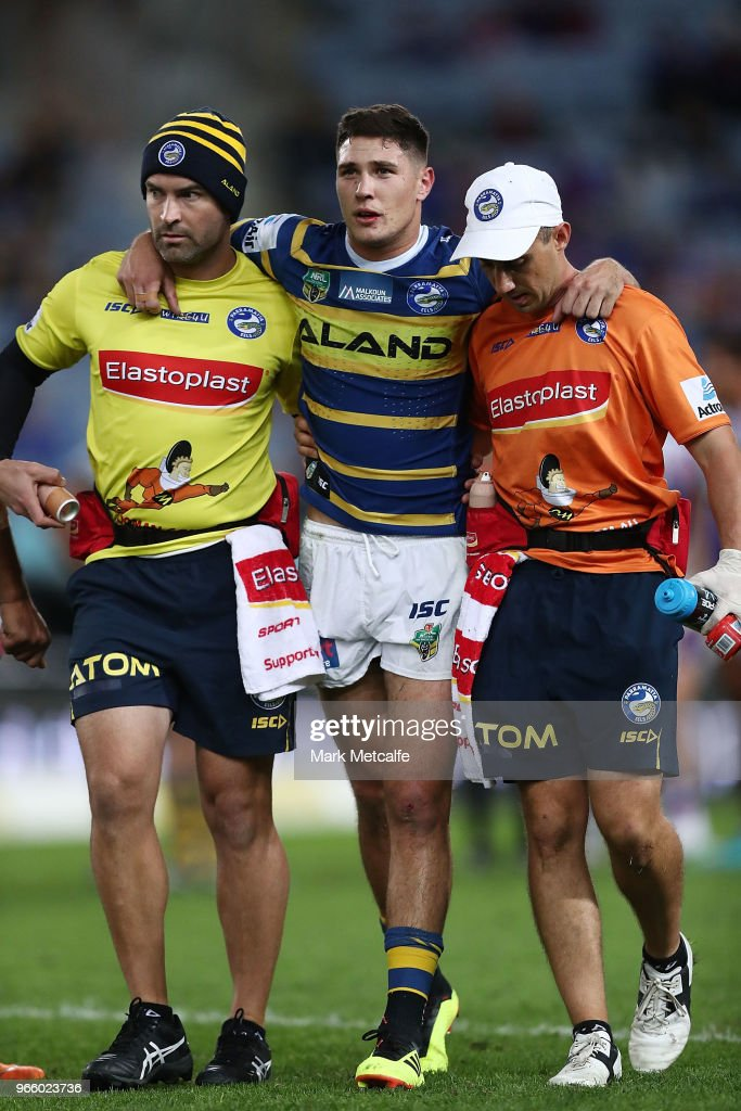 Mitchell Moses of the Eels walks from the field injured during the round 13 NRL match between the Parramatta Eels and the Newcastle Knights at ANZ Stadium on June 2, 2018 in Sydney, Australia.