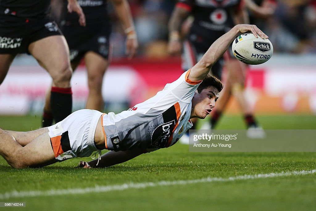 Mitchell Moses of the Tigers scores a try during the round 25 NRL match between the New Zealand Warriors and the Wests Tigers at Mount Smart Stadium on August 28, 2016 in Auckland, New Zealand.
