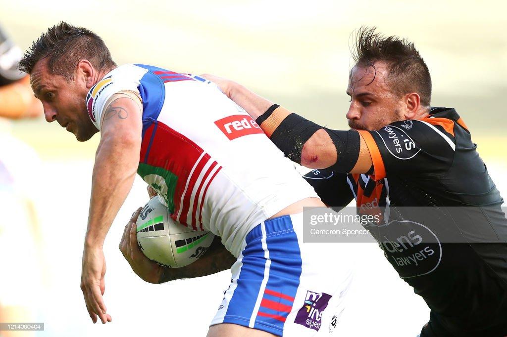 NRL Rd 2 - Wests Tigers v Knights : News Photo