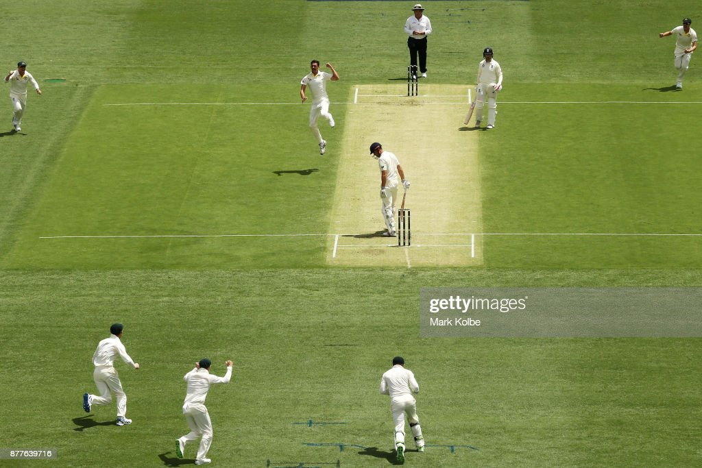 Australia v England - First Test: Day 1 : News Photo