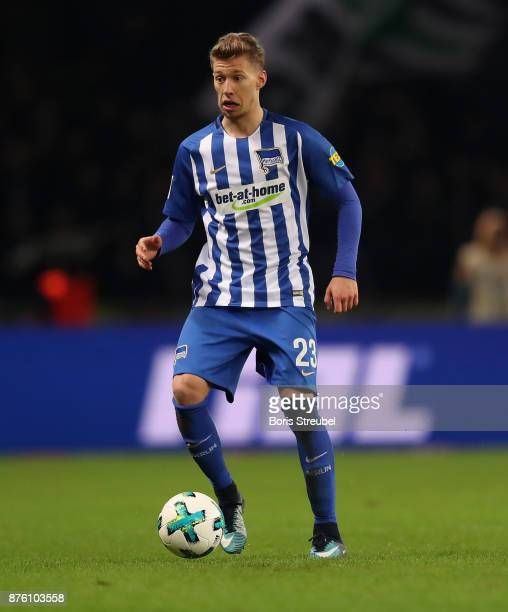 Mitchell Weiser of Hertha BSC runs with the ball during the Bundesliga match between Hertha BSC and Borussia Moenchengladbach at Olympiastadion on...