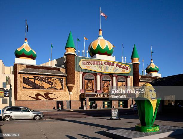 mitchell's corn palace - terryfic3d stock pictures, royalty-free photos & images