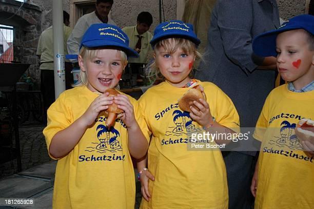 Mitglieder des Spatzenchor vom Kindergarten Die Schatzinsel Geburtstagsfeier Feier zum 60Geburtstag von G u n t h e r E m m e r l i c h Weißig...
