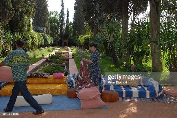 Mitglieder Drehteam Dreharbeiten zur ZDFReihe Kreuzfahrt ins Glück Folge Nr 9 Marokko Villa Bled Targui Marrakesch Marokko Nordafrika Afrika Garten...
