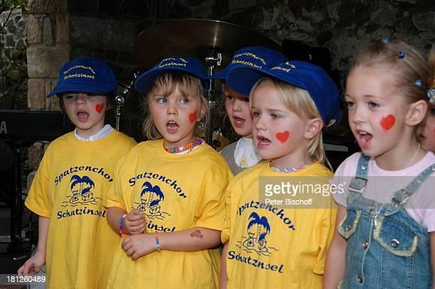 Mitglieder vom Spatzenchor Kindergarten Die Schatzinsel Geburtstagsfeier Feier zum 60Geburtstag von G u n t h e r E m m e r l i c h Weißig 19092004...
