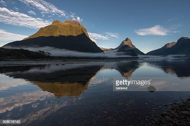 mitre peak, milford sound, fiordland national park, south island, new zealand - ユネスコ ストックフォトと画像