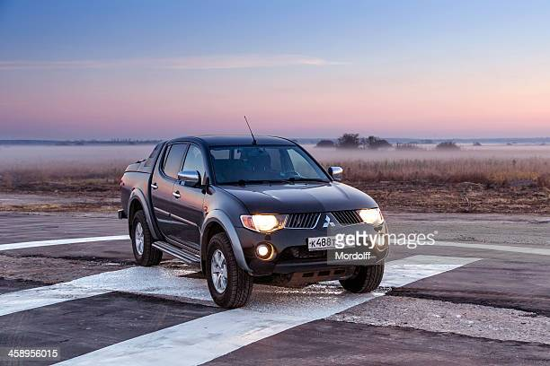 mitsubishi l200 pick-up - mitsubishi group stock pictures, royalty-free photos & images